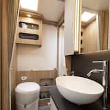 Mobil Karavan Mewah (T-Line 740) - Kamar mandi