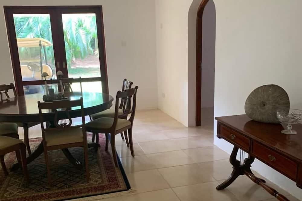 Luxury Villa - In-Room Dining
