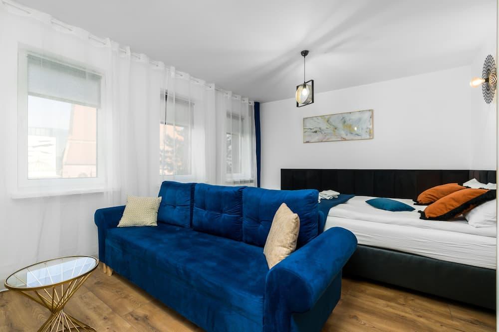 Basic Quadruple Room, 1 Bedroom, Non Smoking, Ensuite - Living Area