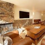 House (Aspen 700 Monarch 202) - Living Room