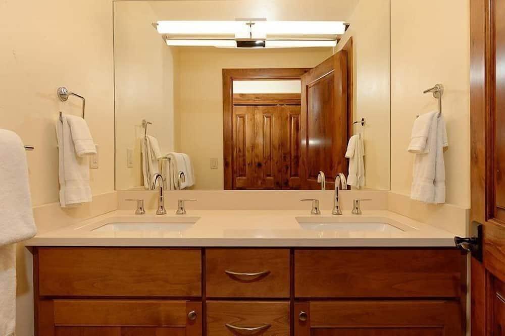 House (Aspen 700 Monarch 202) - Bathroom