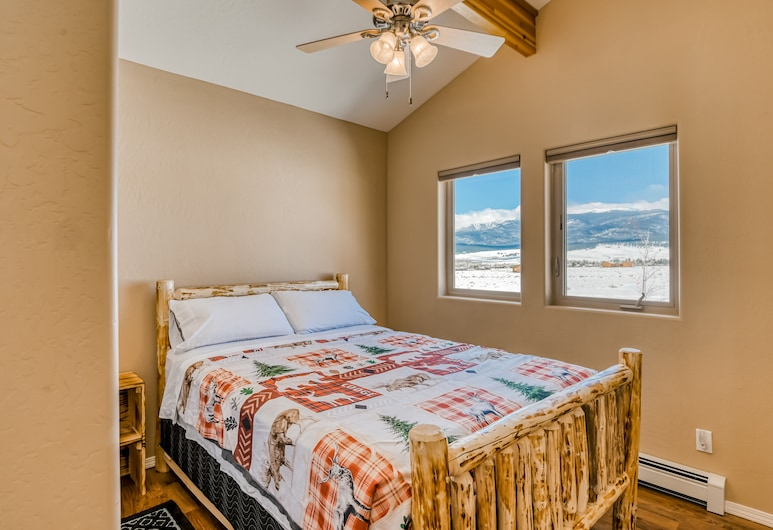 Beautiful Home With Wifi, Wood Stoves, Private Washer/dryer, and Mountain Views!, Simaronas