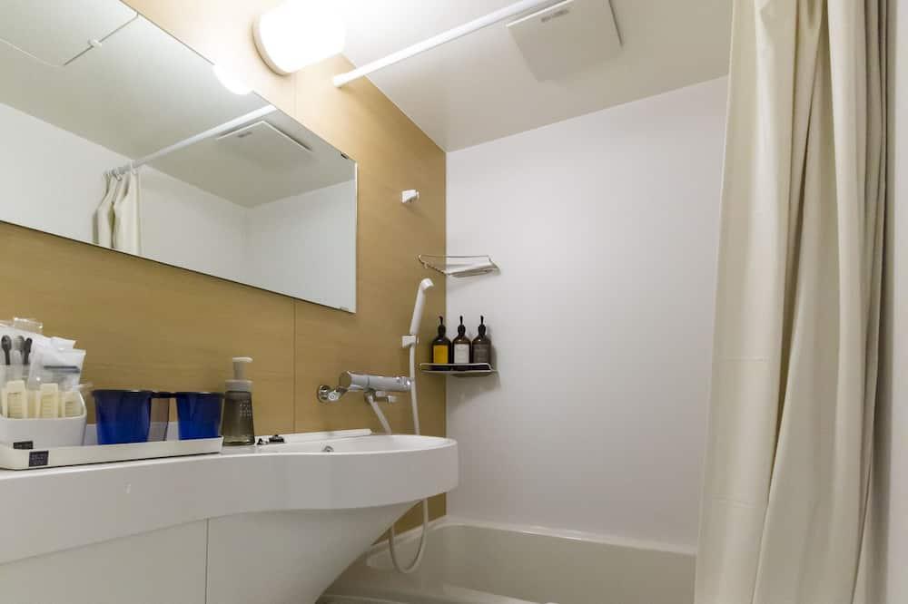 Family Twin Room, Non Smoking - Bathroom