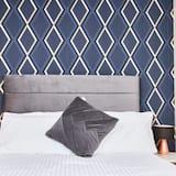 Luxury Apartment, Private Bathroom, Marina View (On Whitby Bridge) - Room
