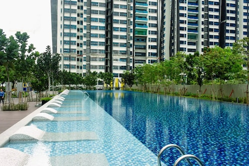 Strategically-placed HOME overseeing KL view