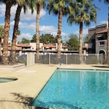 獨棟房屋 (5757 W Eugie Ave #2065, Glendale) - 游泳池