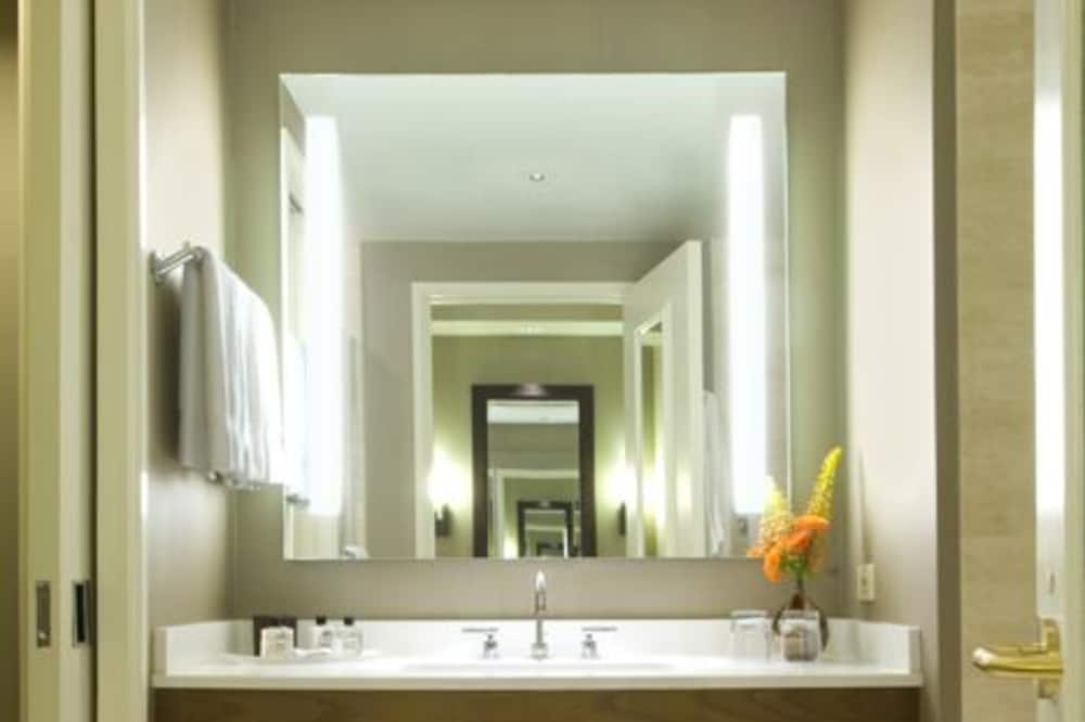 Δωμάτιο, 1 King Κρεβάτι, Yπηρεσία Concierge, Θέα στην Πόλη (Fairmont Gold King) - Μπάνιο