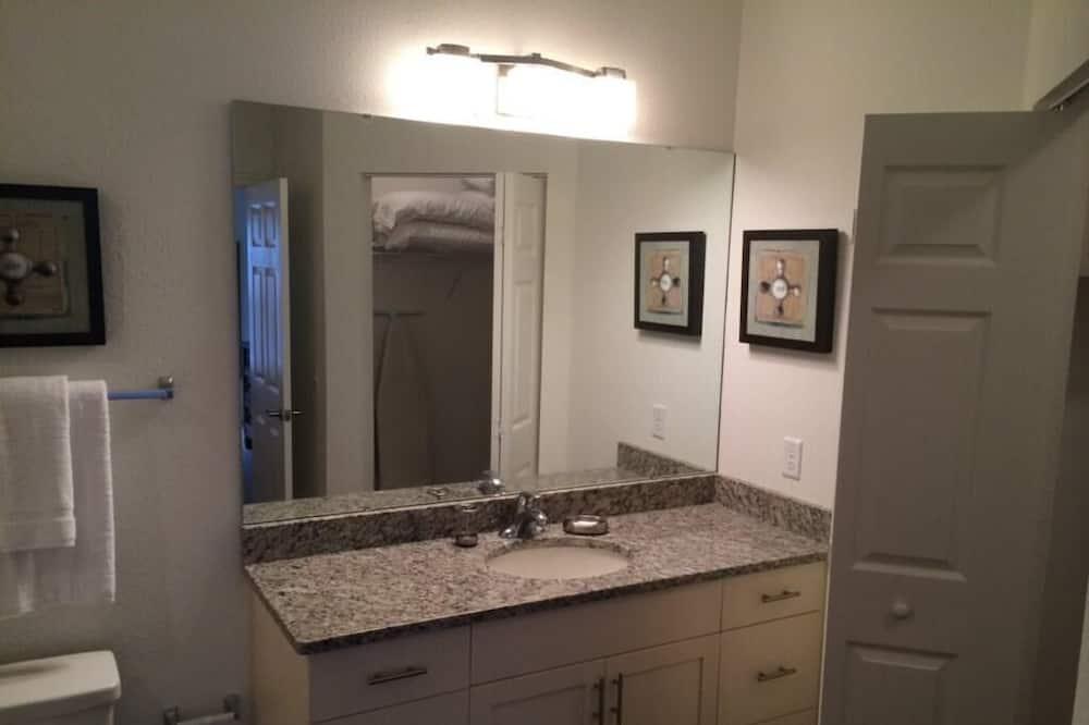 Апартаменты, Несколько кроватей (*Nov Special* at Lucaya 4 Bed 3 Baths) - Ванная комната