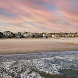 Будинок, багатомісний номер (Lighthouse - Beachfront Abode w Pool ) - Пляж