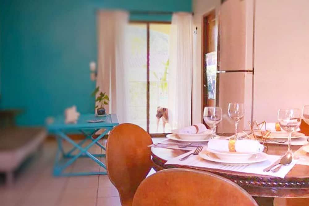 Deluxe Condo - In-Room Dining