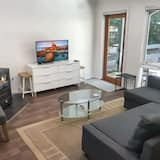 Comfort Townhome - Living Area