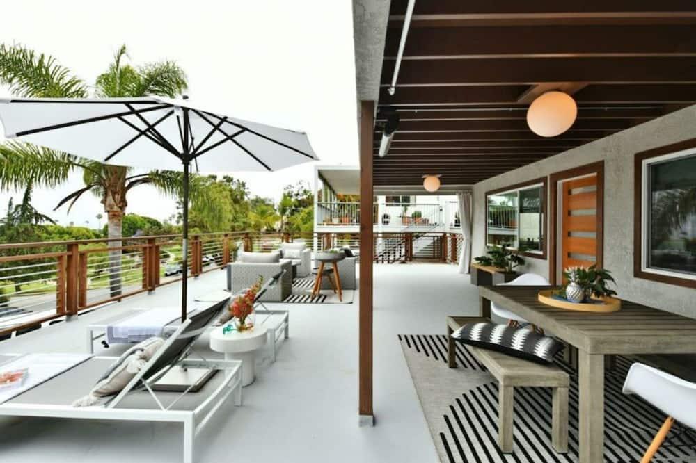 Vila, Kelios lovos - Balkonas