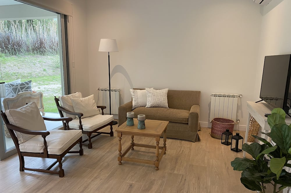 Deluxe Duplex - Living Room