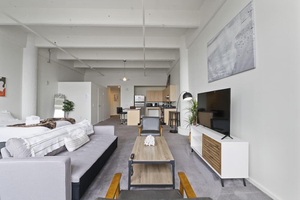 Studio typu Premium, 2 dvojlůžka (180 cm), soukromá koupelna, výhled na město - Obývací prostor