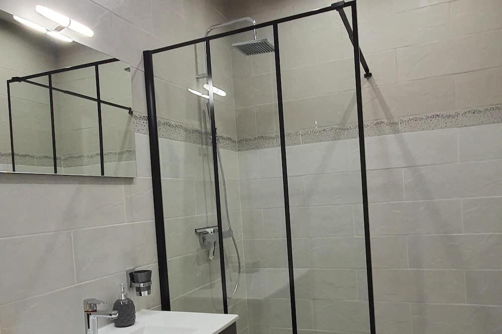 Namas mieste, iš miegamojo pasiekiamas vonios kambarys (Privative) - Vonios kambarys