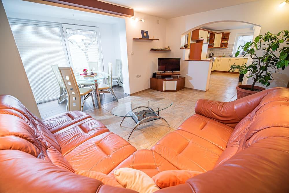 Apart Daire (Three Bedroom Apartment) - Oturma Odası