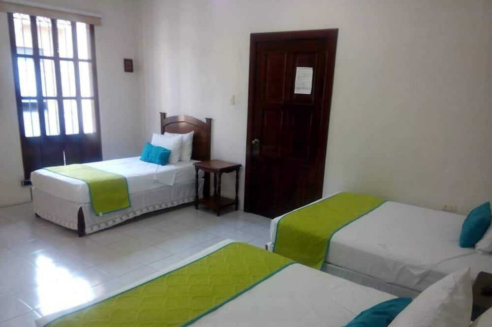 חדר לשלושה - חדר אורחים