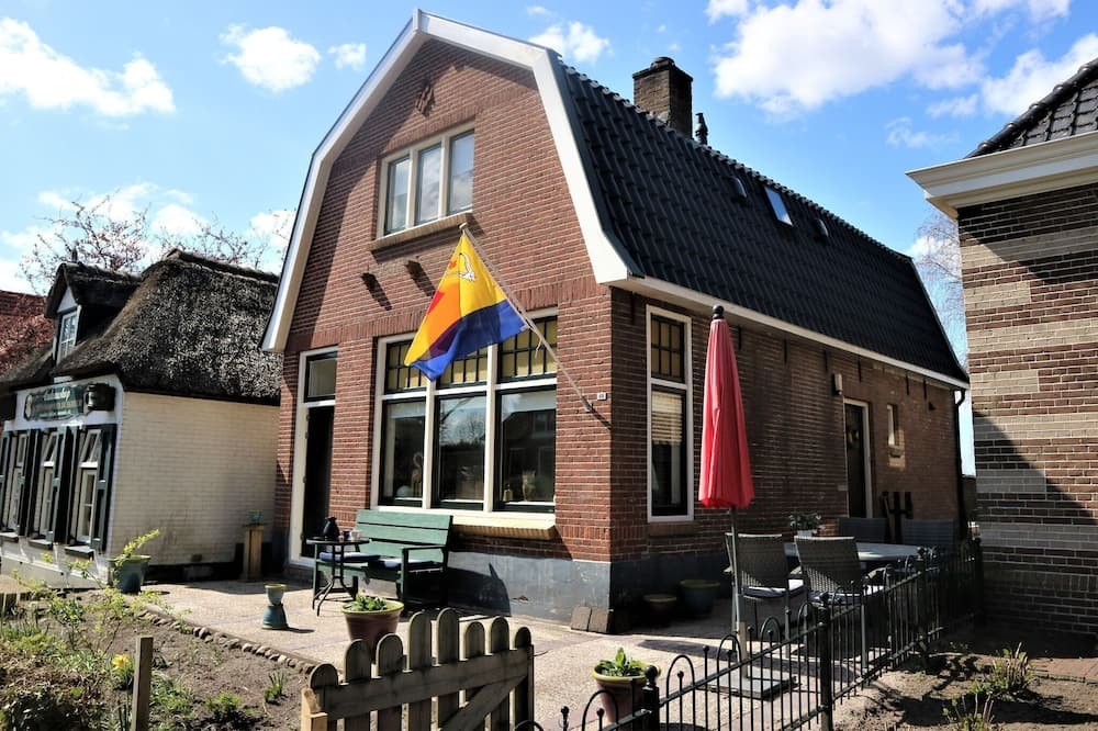 Wonderful Mansion in Giethoorn Near Museum With Terrace