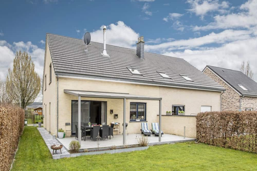 Stylish Holiday Home in Kettenis With Garden, Eupen
