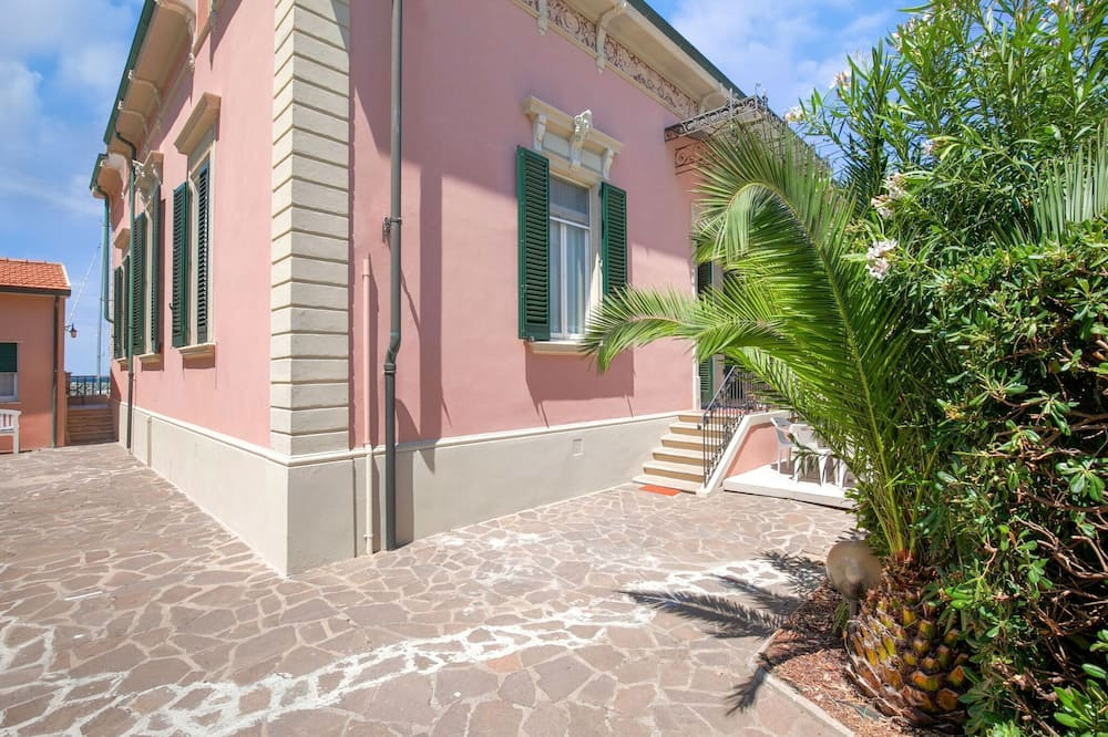 Attractive Holiday Home in San Vincenzo With a Sea-view