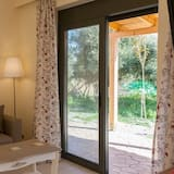 Comfort Apartment, 2 Bedrooms, Partial Ocean View - Living Area