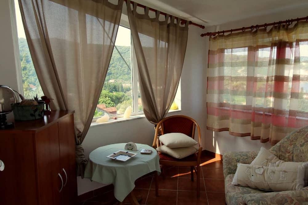 อพาร์ทเมนท์ (Two-Bedroom Apartment with Terrace) - ห้องนั่งเล่น