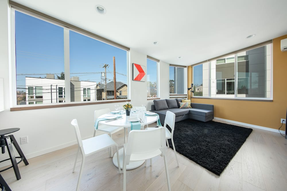 Luxury Townhome, 2 Bedrooms, Terrace - In-Room Dining