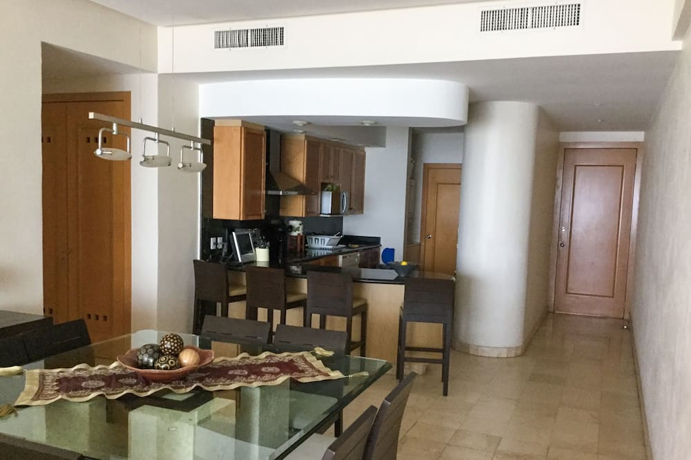 Comfort Apartment, Balcony, Sea Facing - In-Room Dining