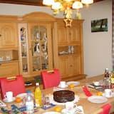 Cottage - Tempat Makan dalam Bilik
