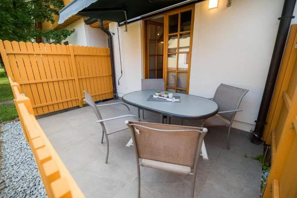 Departamento (Two-bedroom Apartment) - Balcón