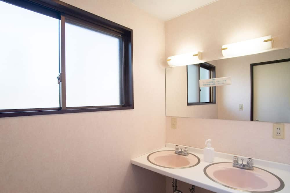 Japanese Room up to 6 guests with Shared Bathroom (Non-Smoking) - Shared bathroom