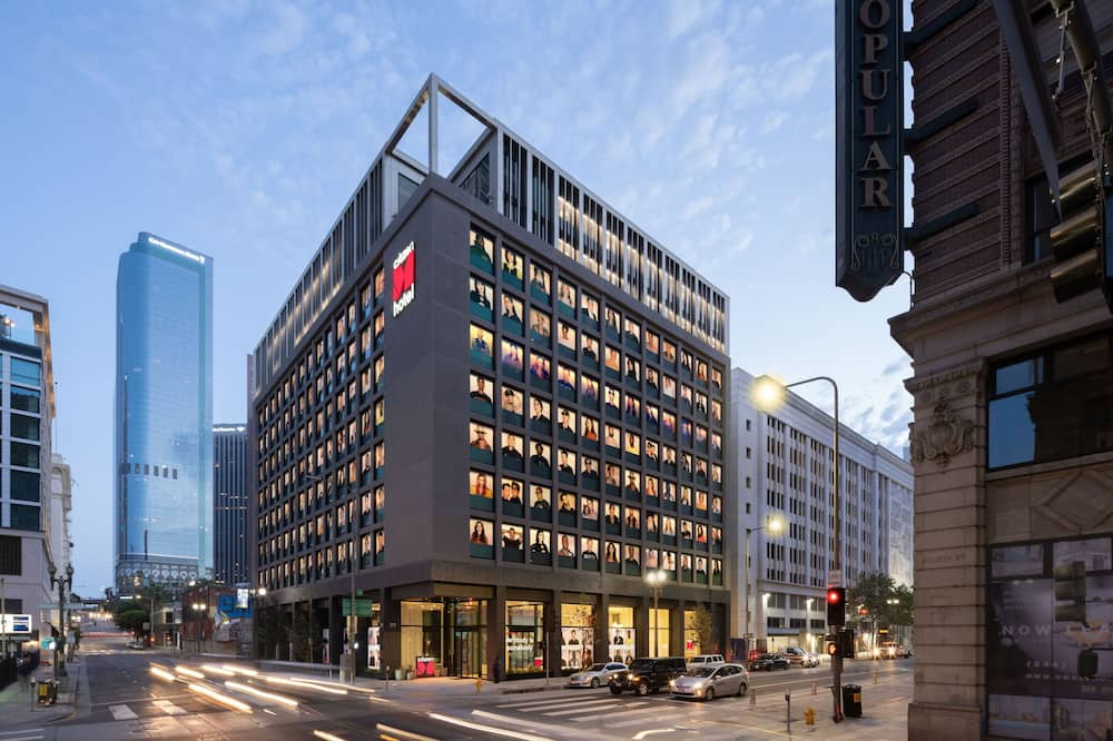citizenM Los Angeles Downtown