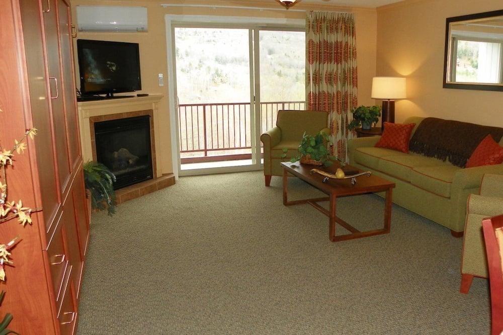Condo (Enjoy a Ski Vacation at Pollard Brook) - Living Room