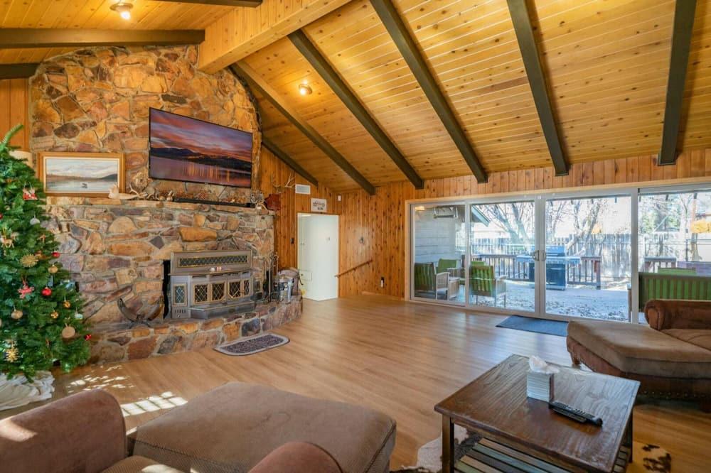 Cabin, 4 Bedrooms - Living Room