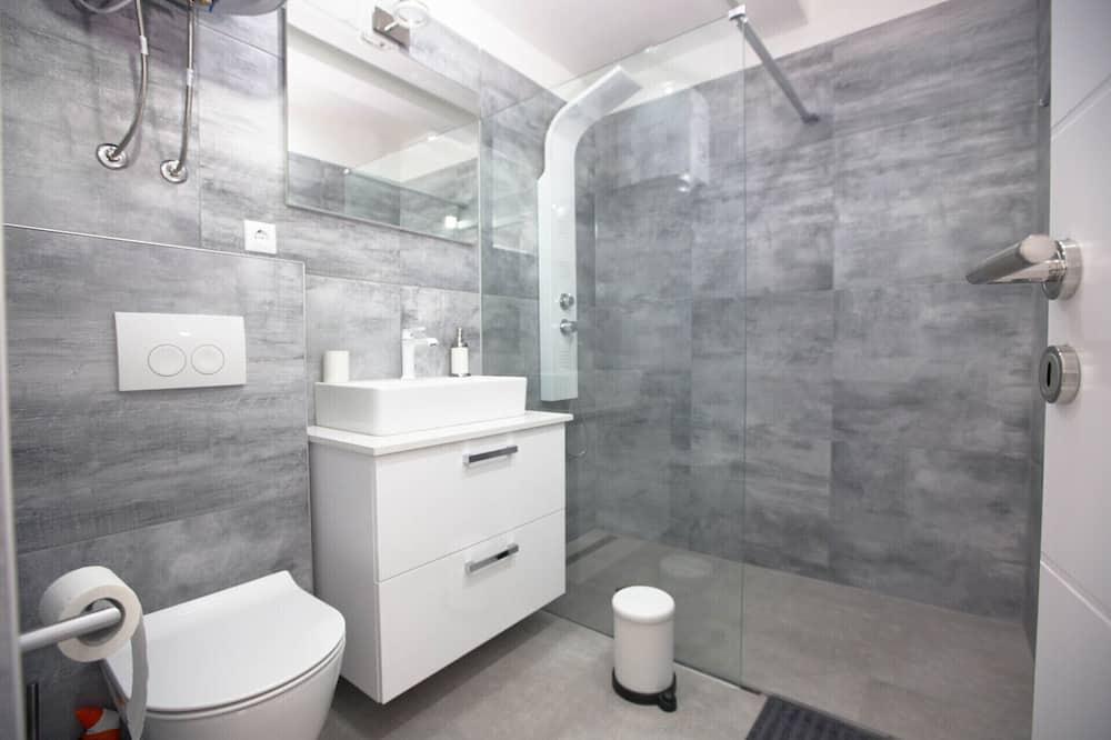 Apartmán, viacero postelí - Kúpeľňa