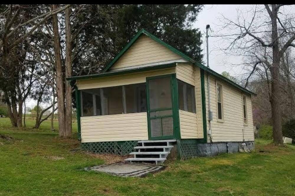 One Bedroom Cabin on Herrington Lake at Royalty's Marina