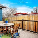 House (Northend Home W/Hot Tub in Historic W) - Balkoni
