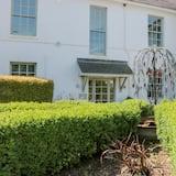 5 The Manor House, Hillfield Village