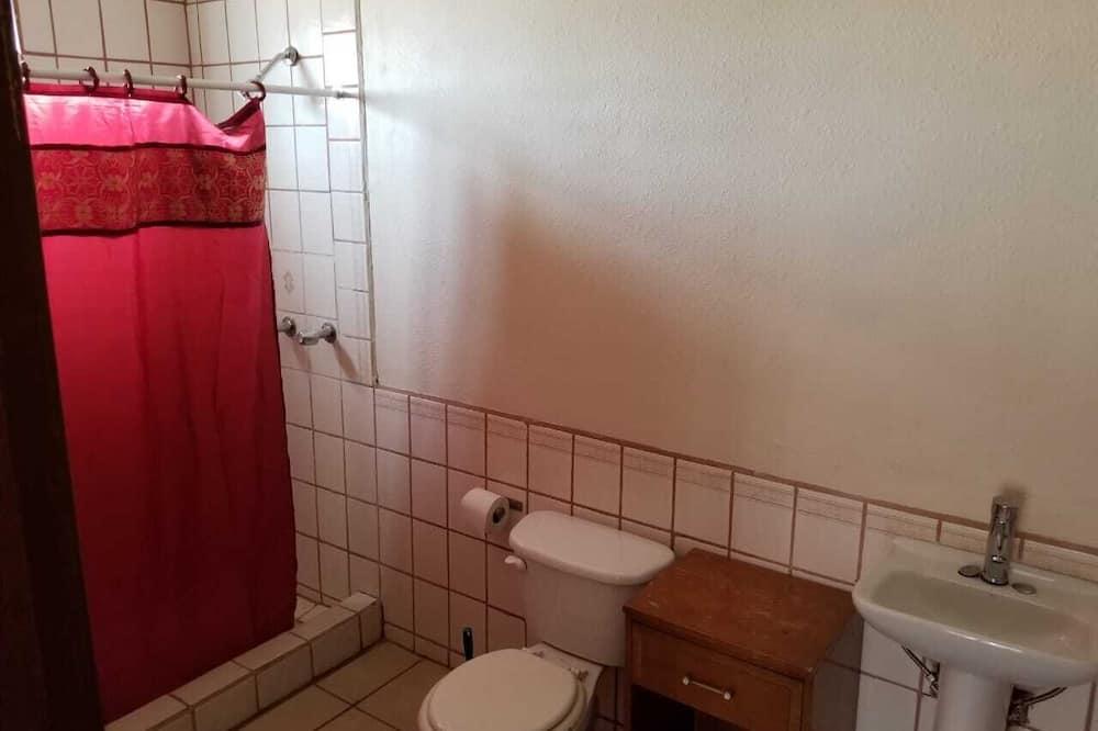 Rodinný domek, 3 ložnice - Koupelna