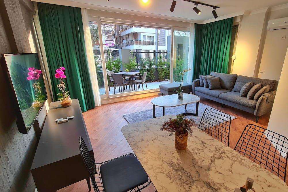 Apartamentai su patogumais, 2 miegamieji, sodas - Svetainės zona