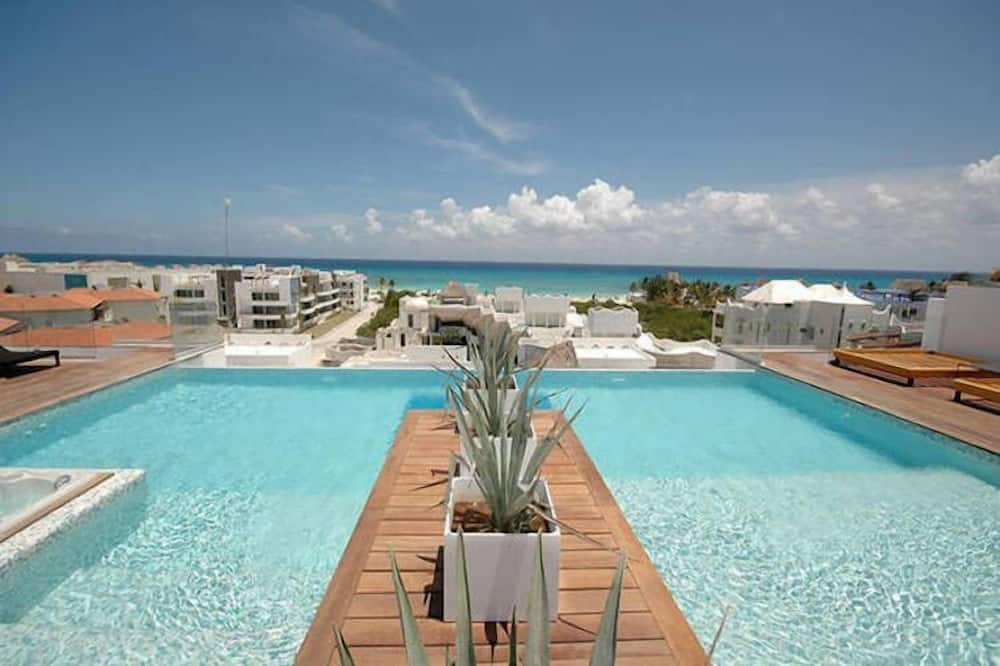 Kolam Atas Bumbung