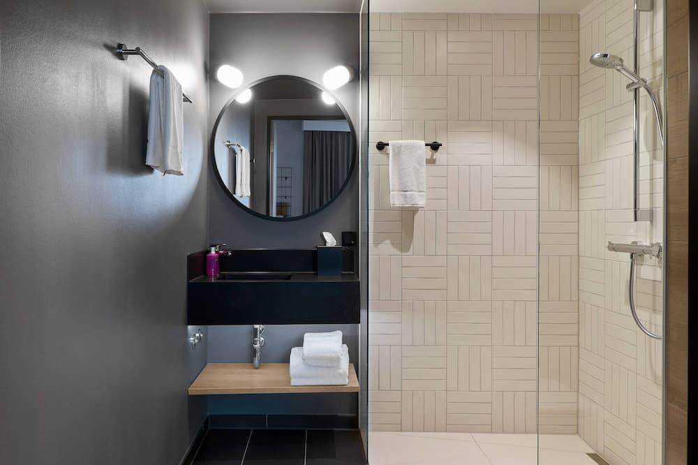 Familienzimmer, 1 Doppelbett, Nichtraucher (Moxy Sleeper) - Badezimmer