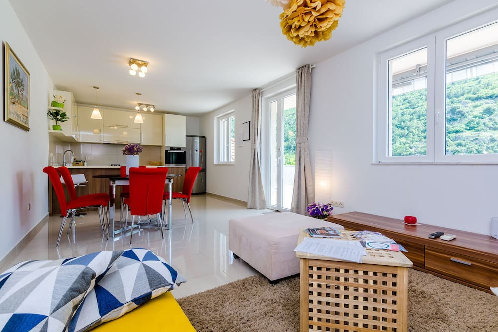 Apartment (Two Bedroom Apartment with Terrace an) - Bilik Rehat