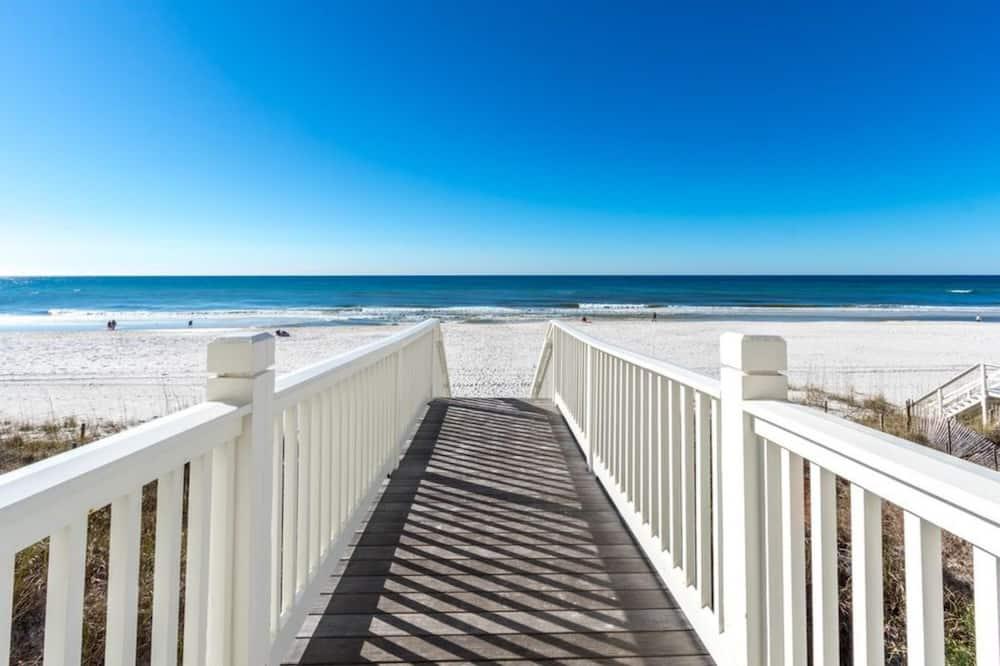 House, 4 Bedrooms - Pantai