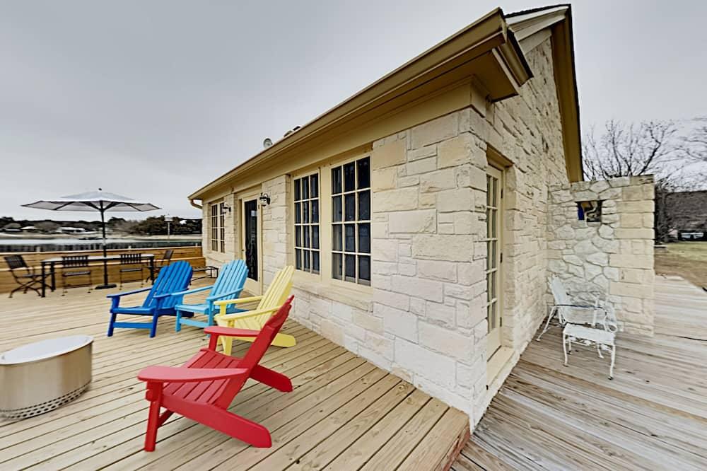 Rumah, 2 kamar tidur - Balkon