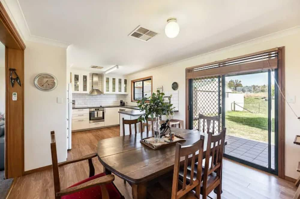 Basic House, 3 Bedrooms - In-Room Dining