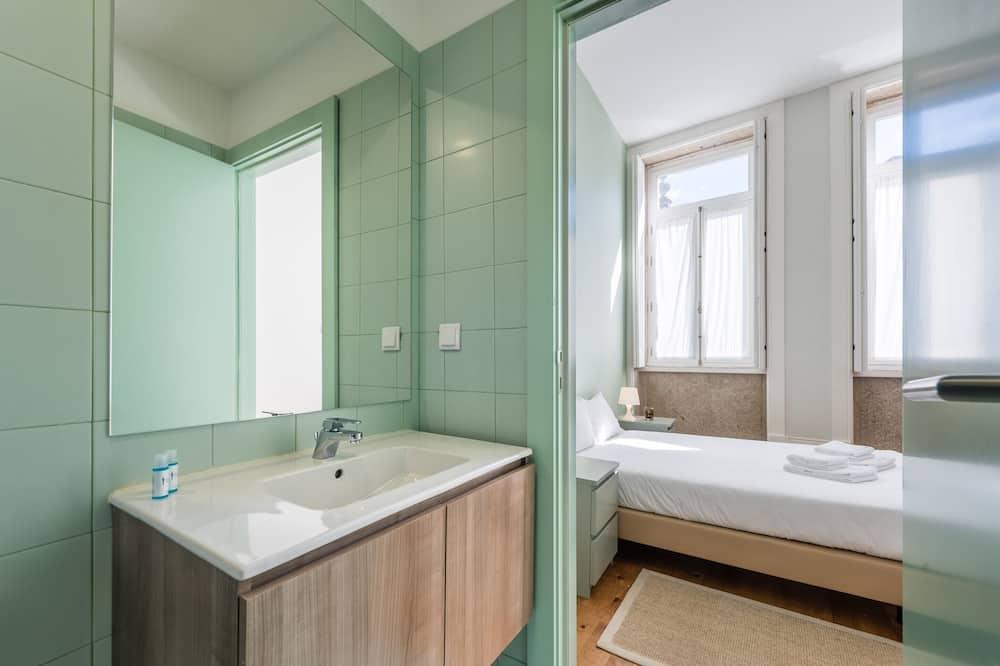 Basic Room, 1 Katil Kelamin (Double) dengan Katil Sofa - Bilik mandi