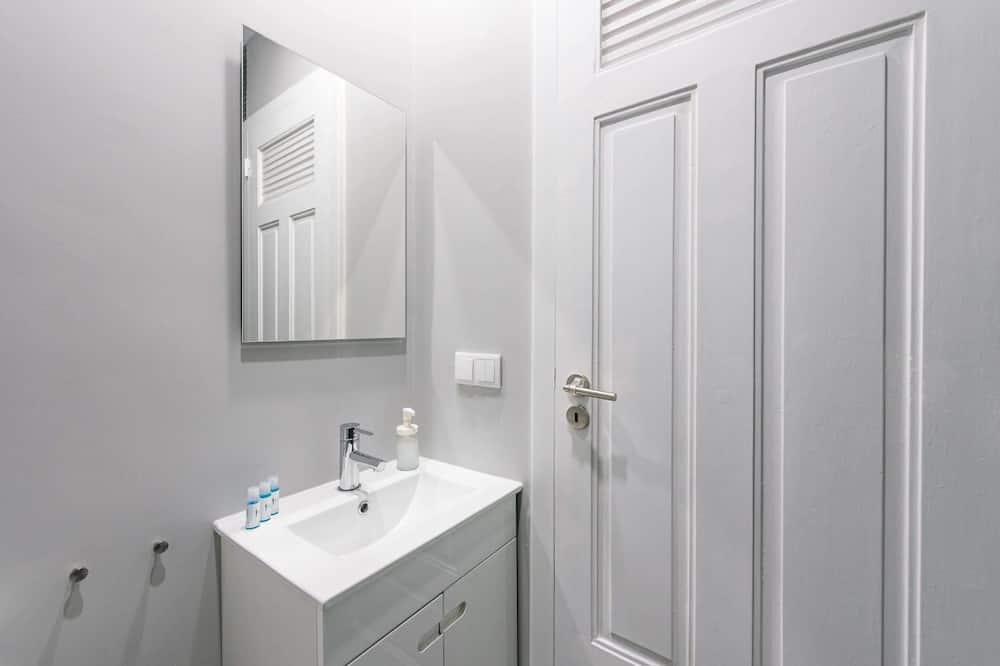 Basic Apartment, Berbilang Katil - Bilik mandi