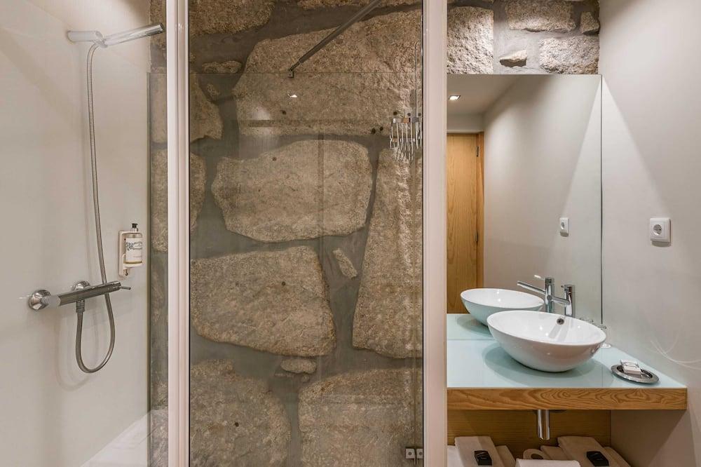 Basic Studio, Berbilang Katil - Bilik mandi