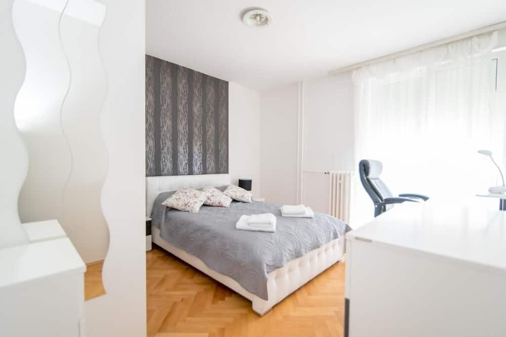 Apartment (Two Bedroom Apartment with Balcony) - Bilik